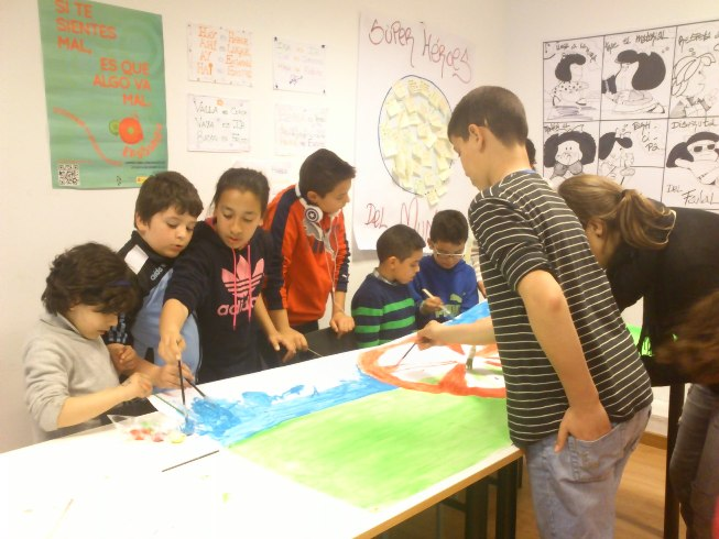 Los niños y niñas de El Fanal 'pintan' de interculturalidad y tolerancia la cultura gitana