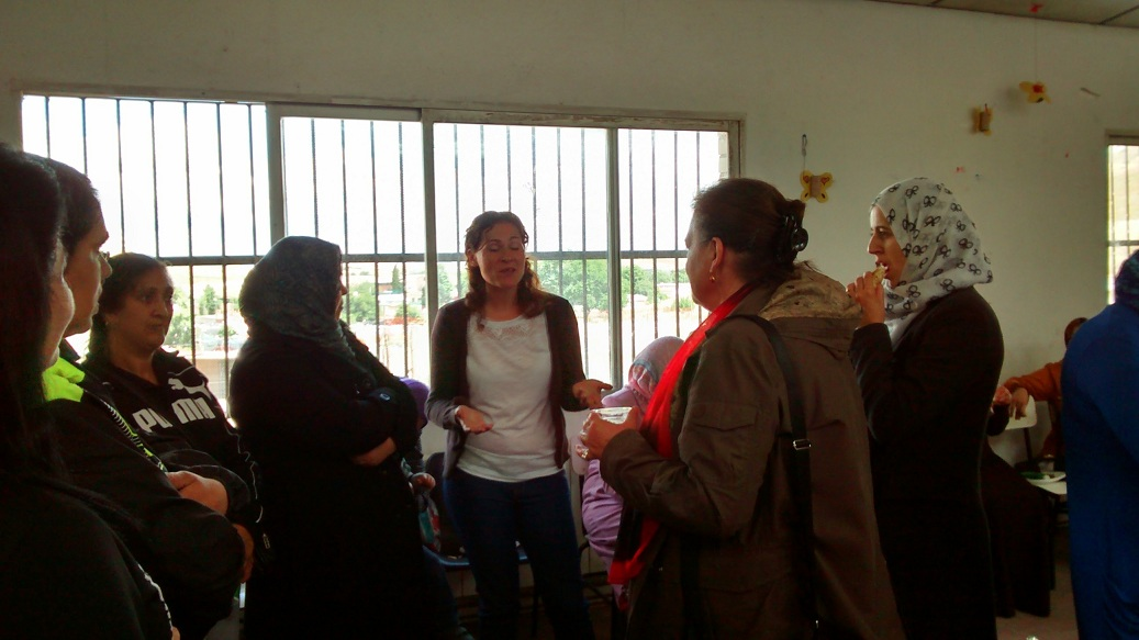 Mujeres marroquíes y gitanas de la Cañada reflexionan sobre las necesidades el barrio