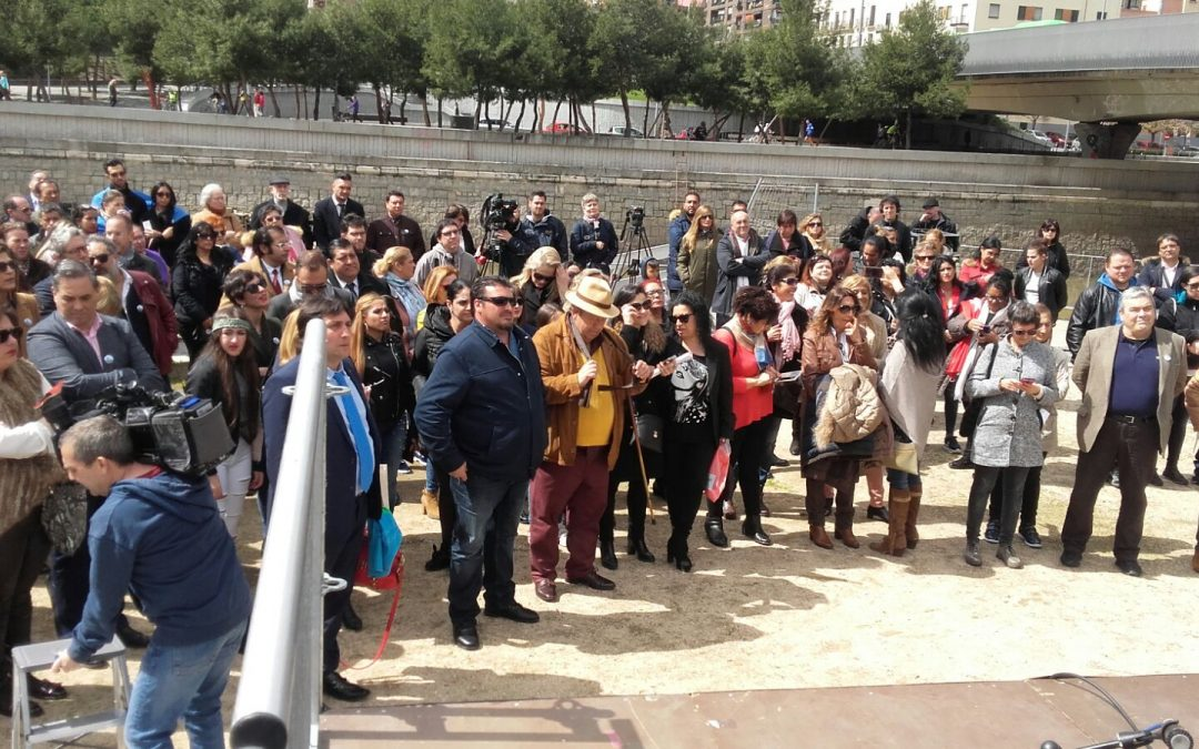 El río de Madrid acoge la Ceremonia del Pueblo Gitano